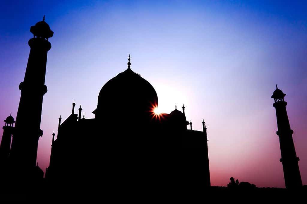 changing colours of Taj mahal